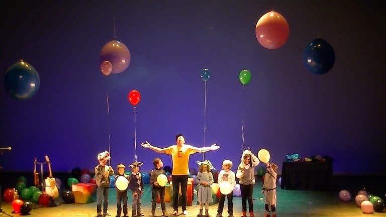 les enfants sur scène